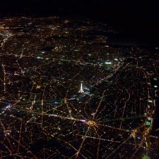 Un instant au-dessus de la ville des lumières