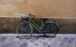 Vélo contre un mur à Florence.