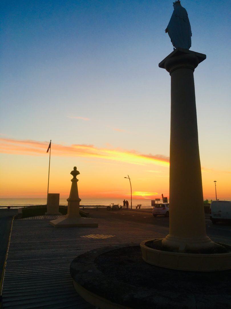 Le coucher de soleil est la preuve que les fins peuvent être belles